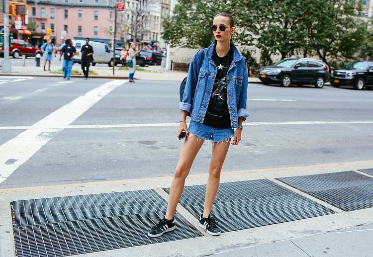 All this sunshine calls for some double denim. #NYFW street style inspiration #doubledenim #streetstyle #agdenim #ootd #sunshine image via Phill Oh @voguemagazine