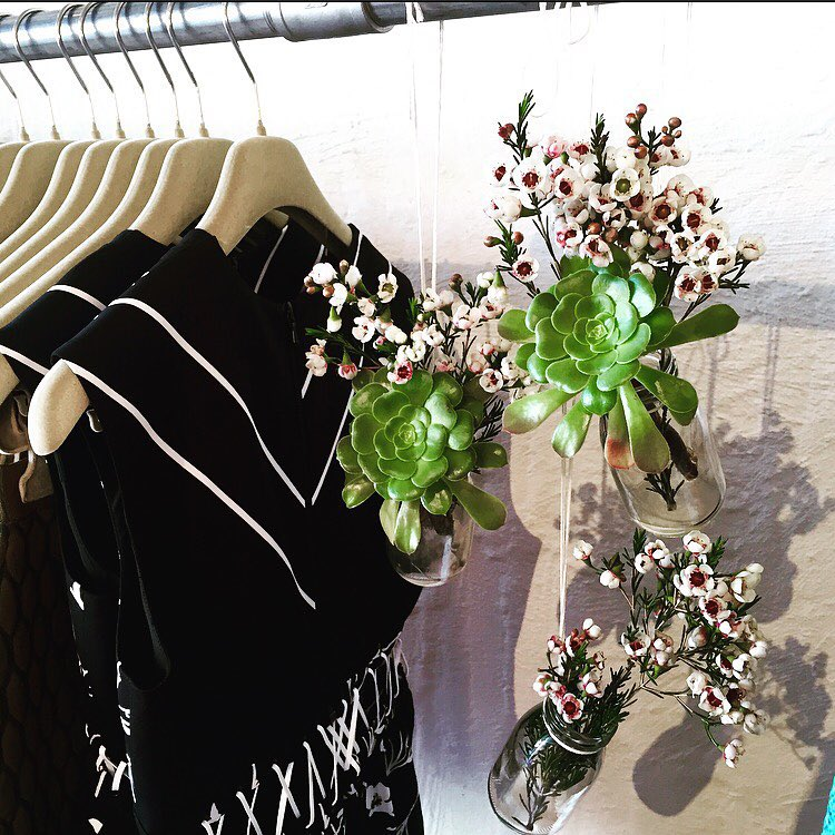 Fresh fleurs & fresh dresses at Grace today. Come visit us in store for spring delights! @preenbythorntonbregazzi (at GRACE boutique)