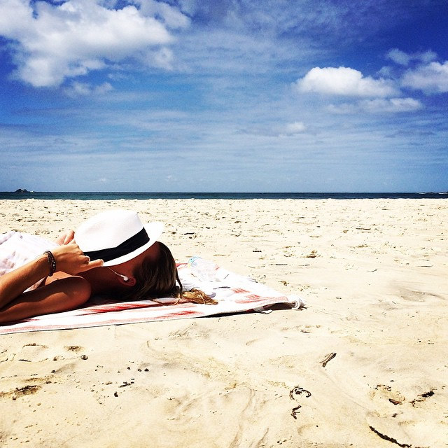 A #flashback to sunnier beach days… Rain rain PLEASE go away! In the meantime, we're updating our #Pinterest page with all things travel. Check it out: pinterest.com/gracemelbourne ☀️ #byronbay #sun #beach #travel #gracemelbourne (at Clarkes Beach, Byron Bay)