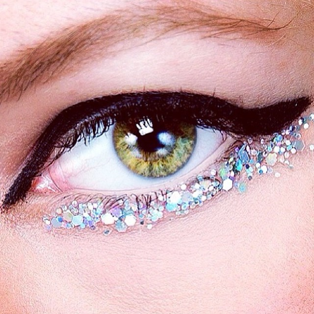 Beauty look we love: the glittery cats-eyes from Chanel's Haute Couture runway. Just too beautiful!