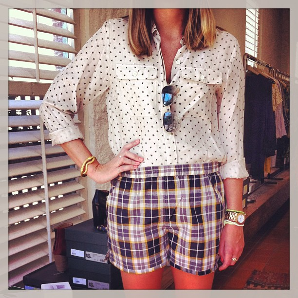 Outfit of the day: Casual and cool in this sticky weather… Sea NY star print shirt, APC shorts, Aurelie Bidermann snake bangle and Ray Ban aviators!