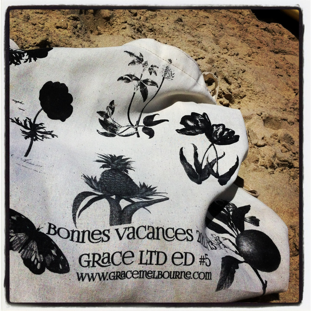 Bonnes Vacances indeed! The perfect beach bag in Byron, baby!