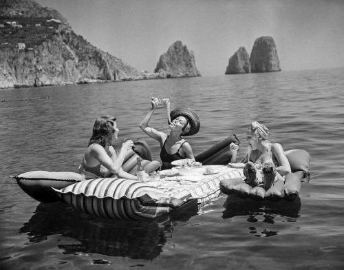 eluhcent: greeneyes55: Capri Italy 1939 Photo: Hamilton Wright X