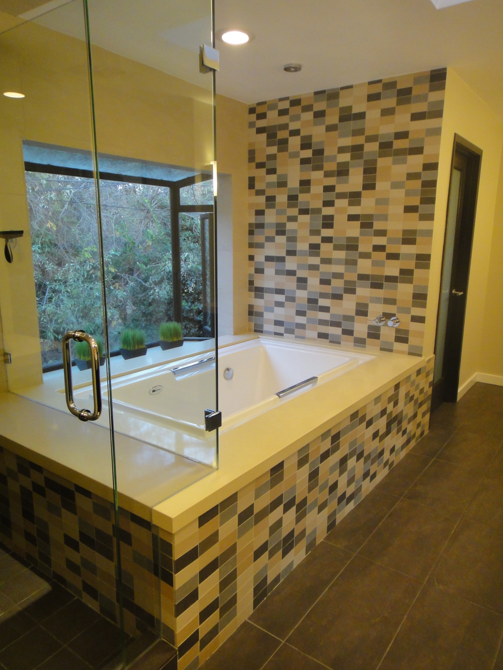 new fills modern contemporary tile solomon hers wall studio feature porcelain height full page fersht his has from bathroom accent great this and is tub the beautiful with vanity a