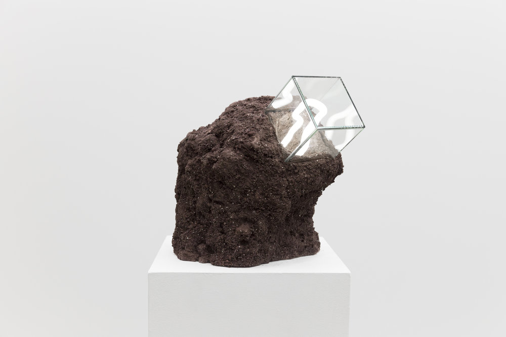 Untitled: rocks, glass, neon light (argon & mercury), plaster, 2017.