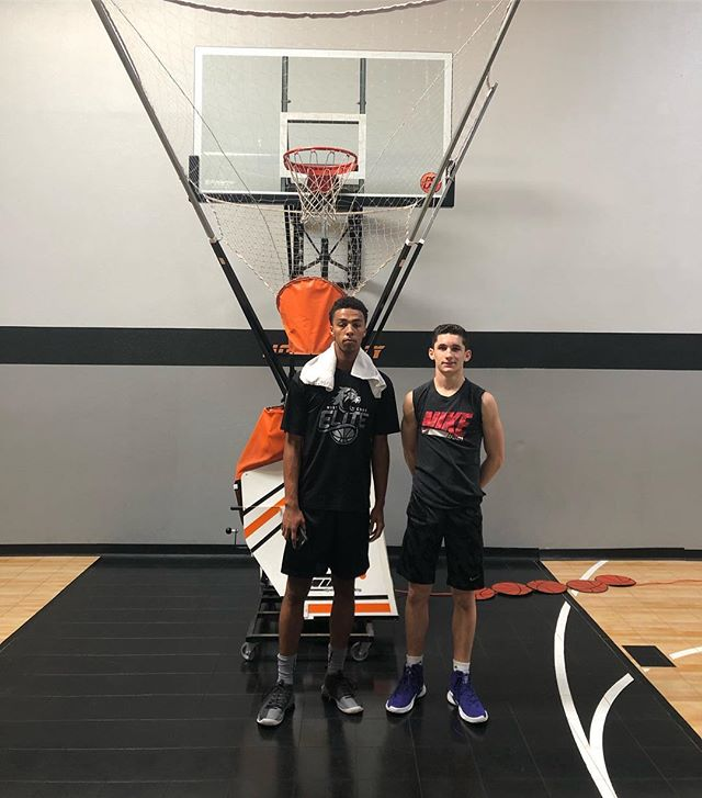 700 shots in 30 minutes this morning Nice work @Hunter_nickell and @tgo.mo! Great start to your weekend fellas!  #hoopology #hoopologyacademy #shotsup #shootinglab #sandiegobasketball #maketime #unseenhours #ballislife #gameprep #practicepracticepractice