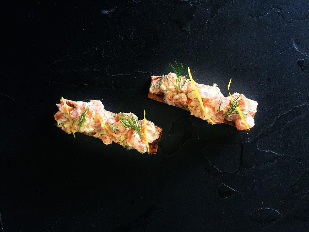 Salmon-tartar-with-dill,-spring-onion,-crème-fraiche,-croute.jpg