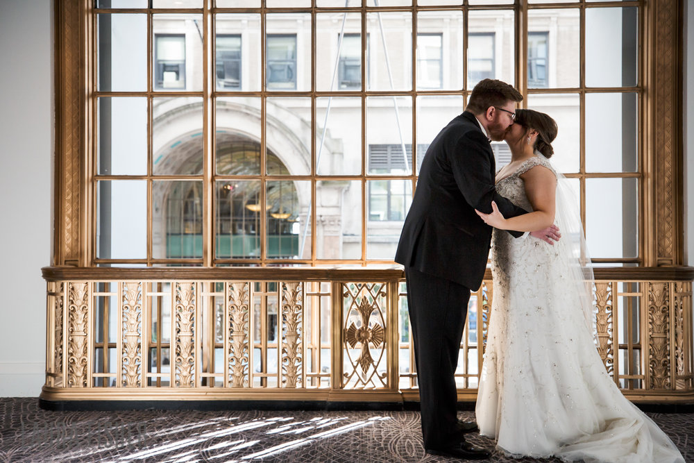 cincinnati-renaissance-hotel-wedding-photography-laura-fisher-0036.jpg