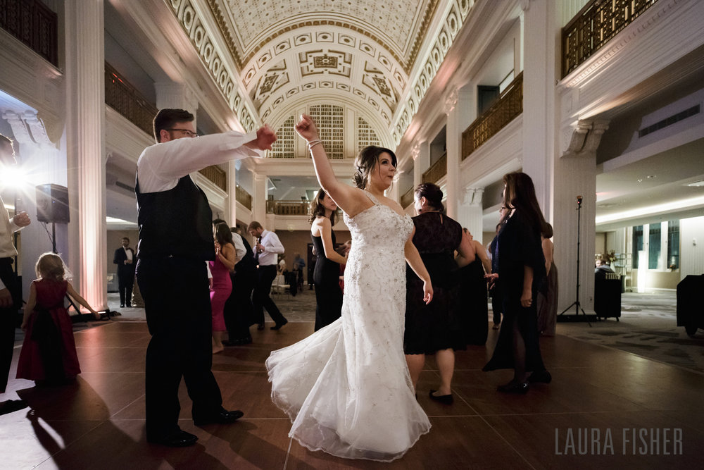 cincinnati-renaissance-hotel-wedding-photography-laura-fisher-0128-2.jpg