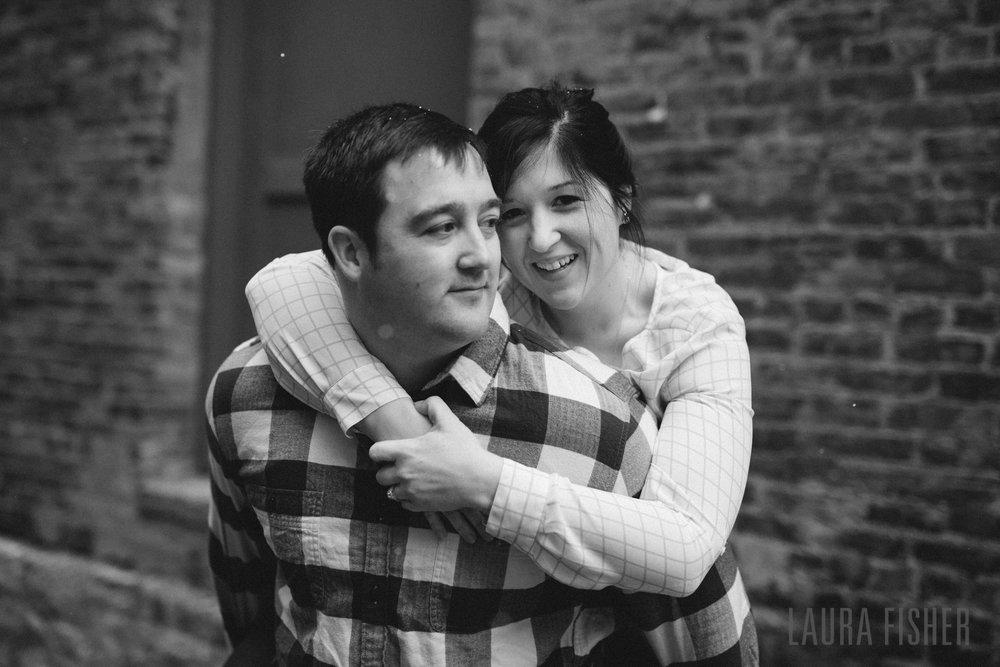 cincinnati-smale-park-OTR-engagement-photography-laura-fisher-0014.jpg