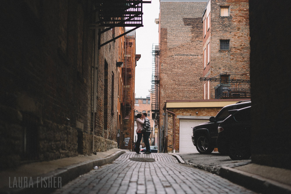 cincinnati-smale-park-OTR-engagement-photography-laura-fisher-0015-2.jpg