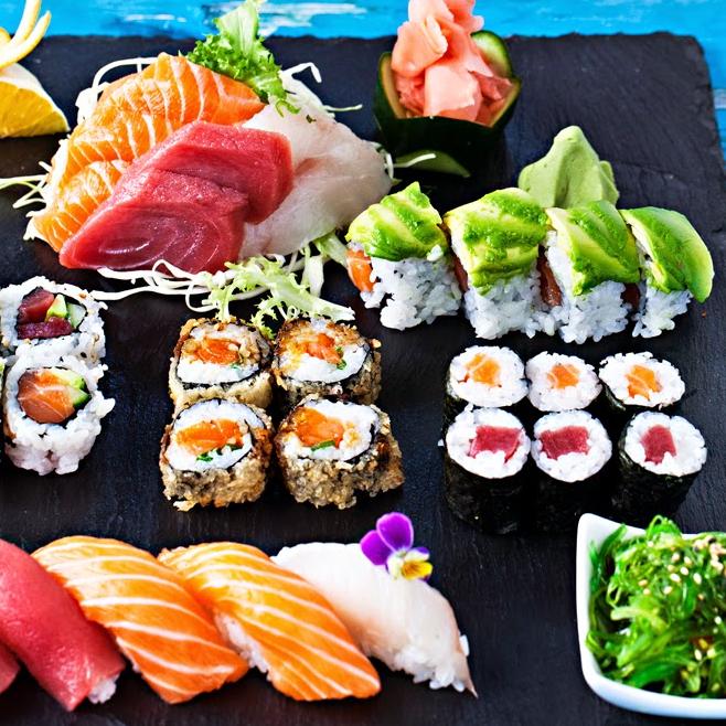SUSHI FOLIES - Restaurant de sushi sur l'île de Ré. Dans la rue parallèle au port, entre le marché et le parking du port.18 rue Charles Biret - 17630 La Flotte, Ile de Ré - TEL : 05 46 01 98 37