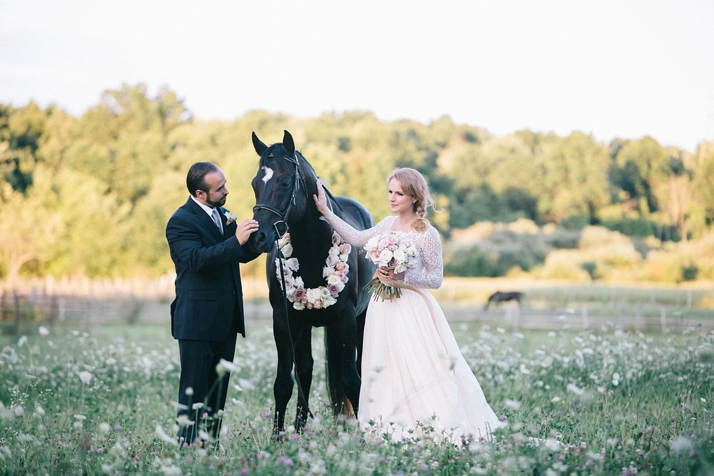 No equestrian wedding is complete without a horse.  With a beautiful rose neck ribbon tied around his neck, Edward stands in as best man.