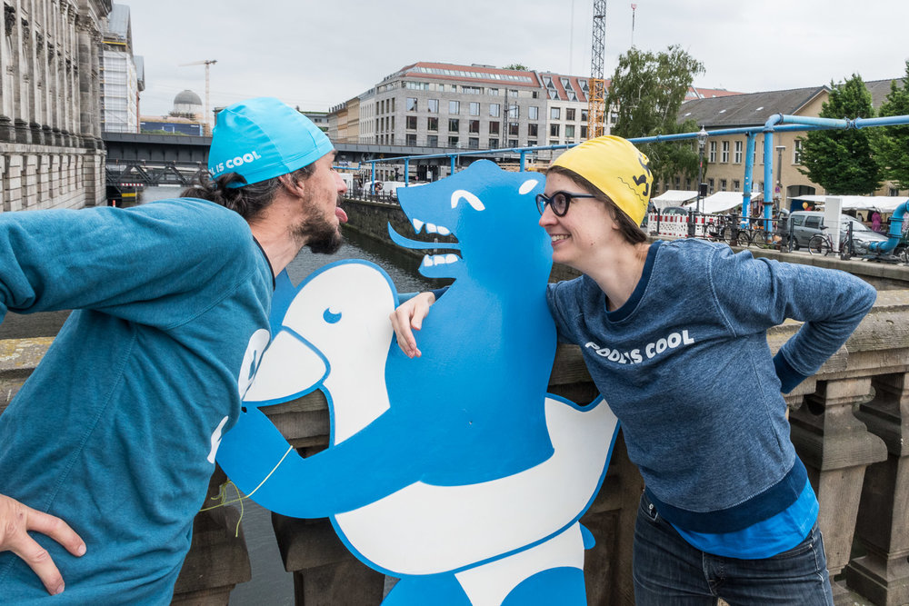Andrea and Louisa of POOL IS COOL make friends with the mascot of the Flussbad Berlin