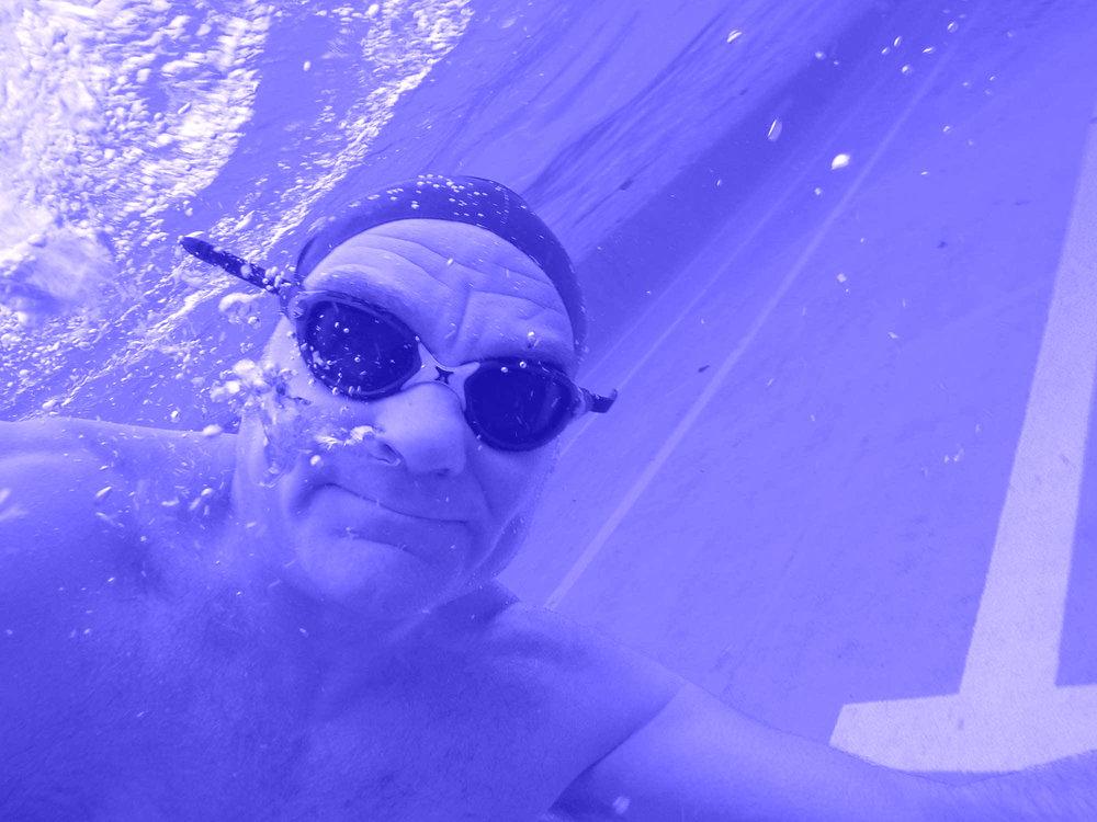 Timoty Sutton underwater-blauw.jpg