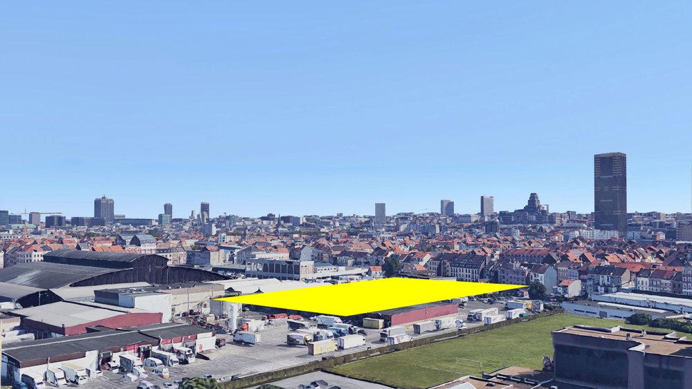 The site of the project with the skyline of Brussels. / Le site du projet avec le skyline de Bruxelles. / De site van het project met de skyline van Brussel.