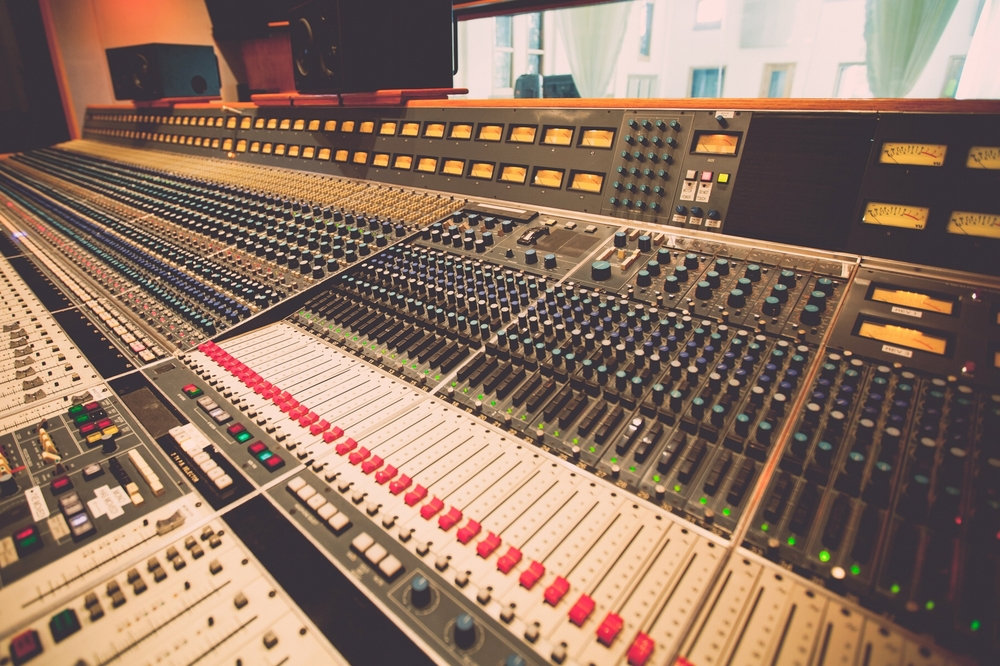 Become immersed in the Music Row studio session process and culture     Private, 2-hour experience alongside five A- List Nashville recording musicians    Learn the recording process inside iconic Nashville recording studio with up to 50 guests