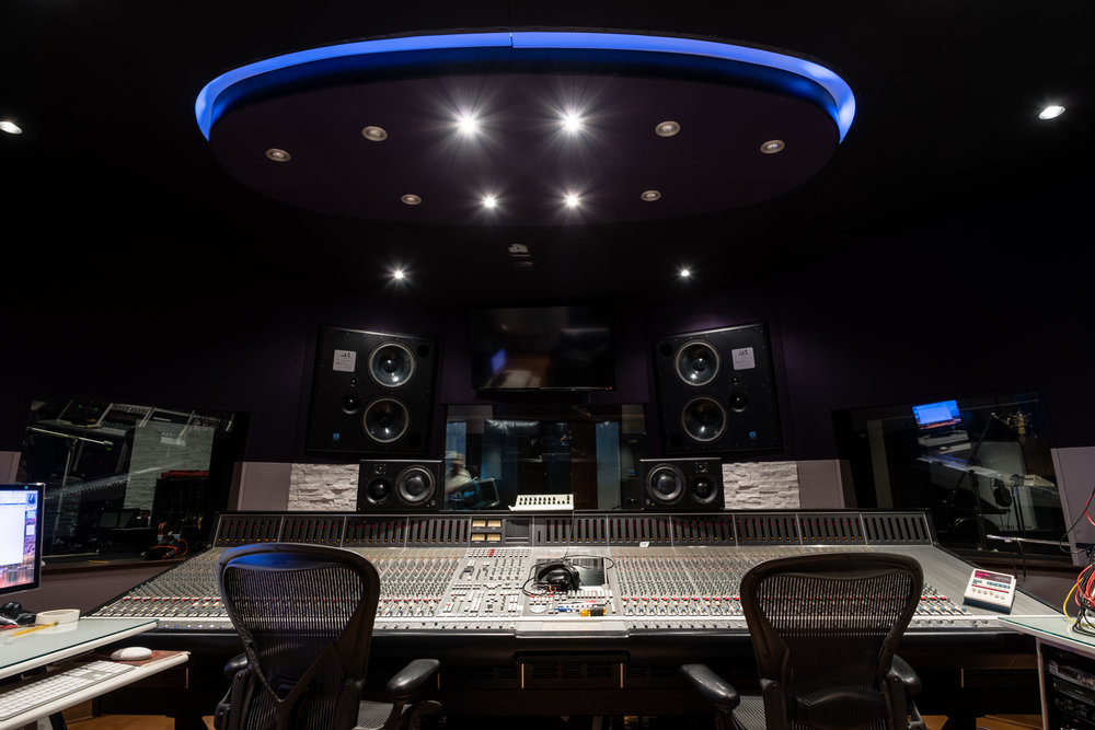 An hour and half experience, during which a Black River music producer will educate you on the process of recording a live artist in a state of the art Nashville recording studio.