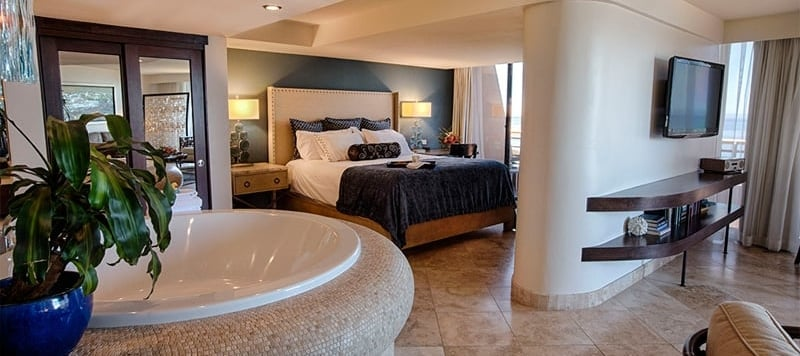 12.Sunset-Suite-Bed-and-Bath.jpg