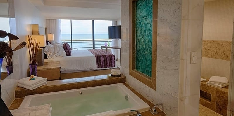 9B-Pier-View-Bed-and-Bath.jpg