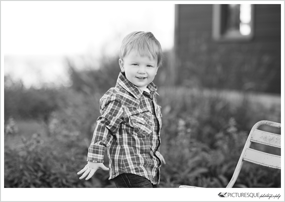 Sioux Falls family photographer Lauren Neff of Picturesque captures modern family photos