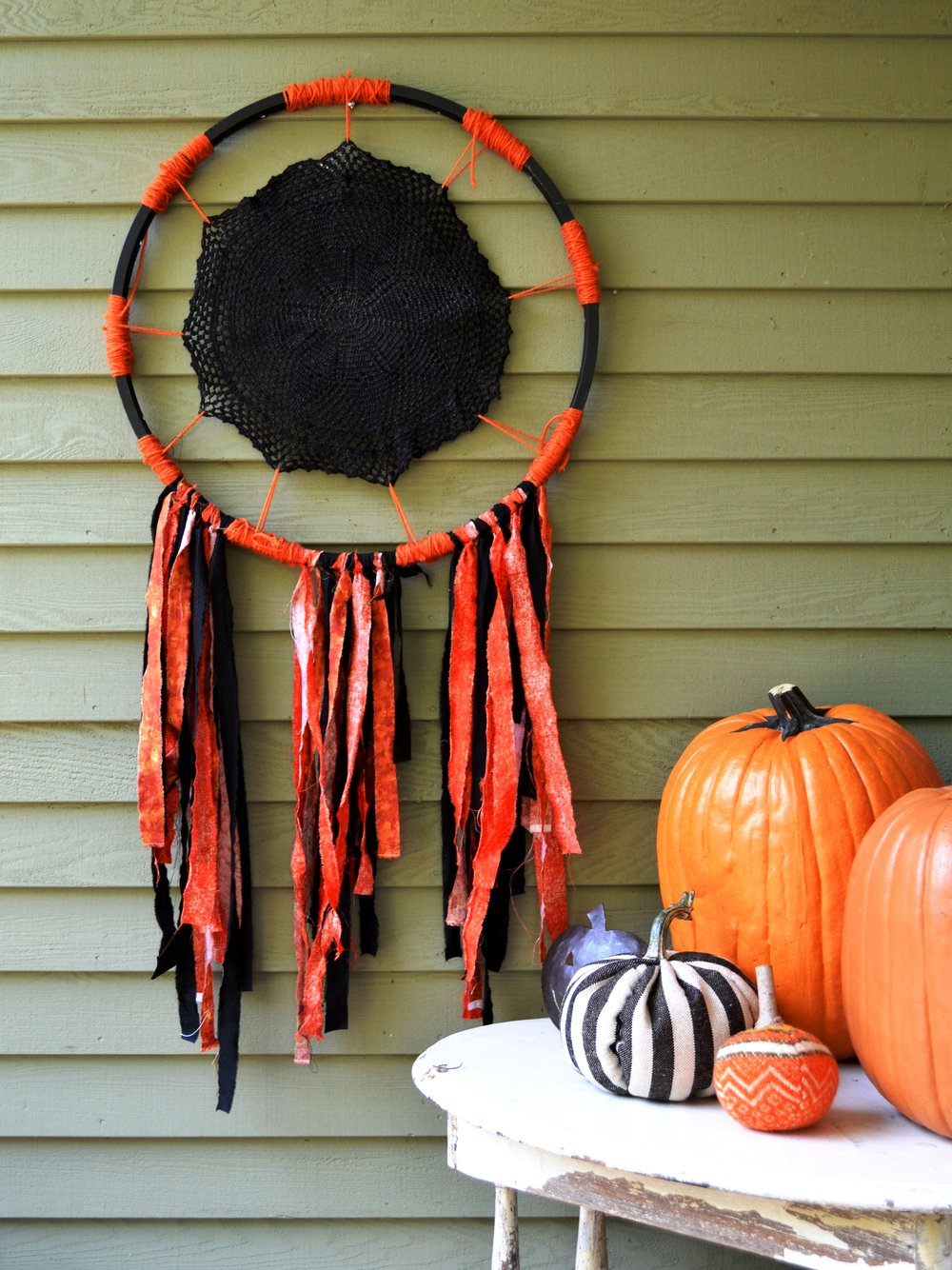 Halloween Dream Catchers (or Nightmare Catchers) are so EASY TO MAKE!