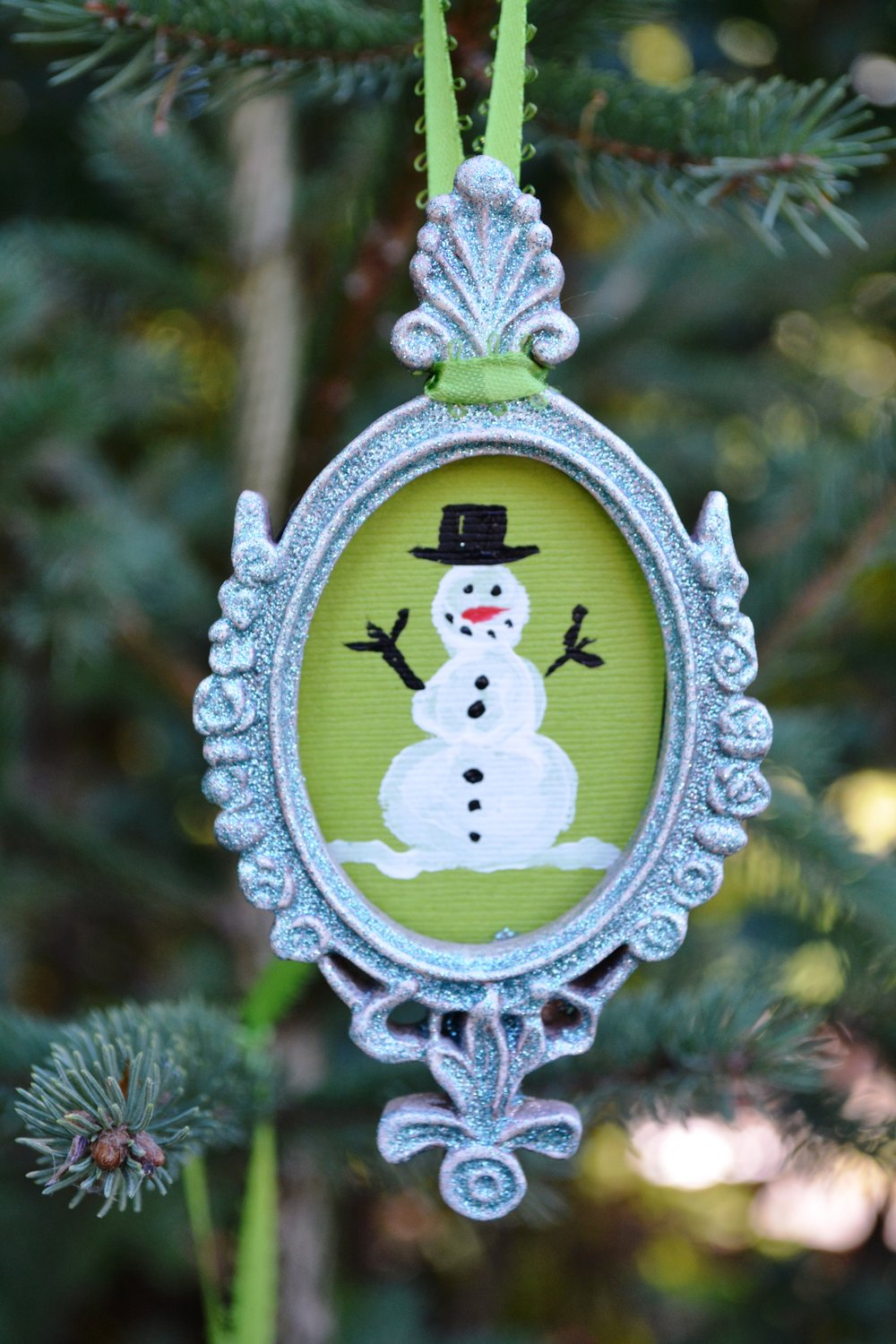 Have some HOLIDAY DIY FUN. :) Simple picture frame and paint your own picture.