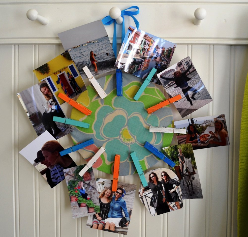 Rainy day fun! Simply cover a piece of cardboard with fabric, paint some clothes line clips and add your favorite pictures — hang anywhere. HOW TO HERE:  DIY NETWORK