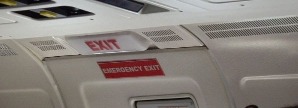 800px-EmergencyExit_BoeingMD.jpg