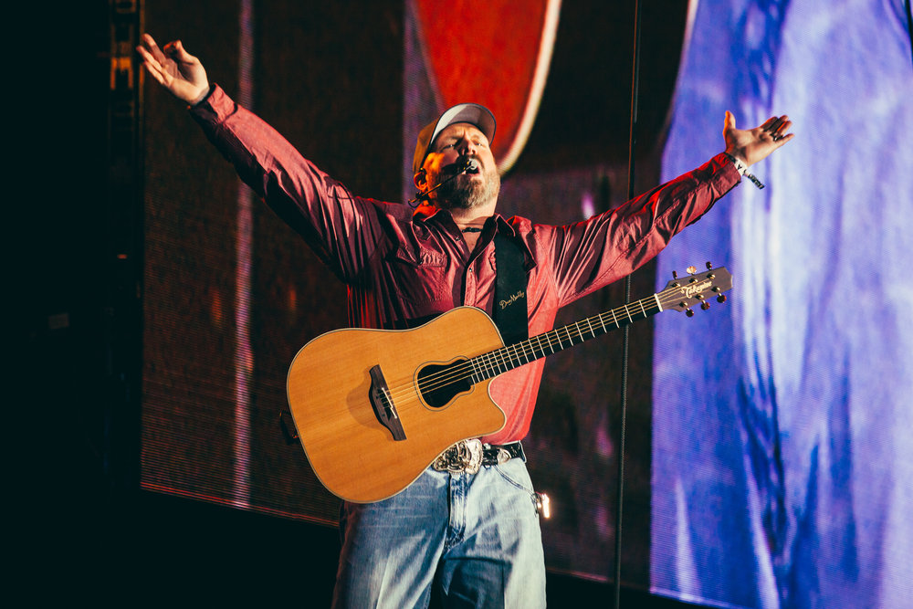 Garth Brooks with Trisha Yearwood, Mane Stage, Stagecoach 2018 Sunday.jpeg