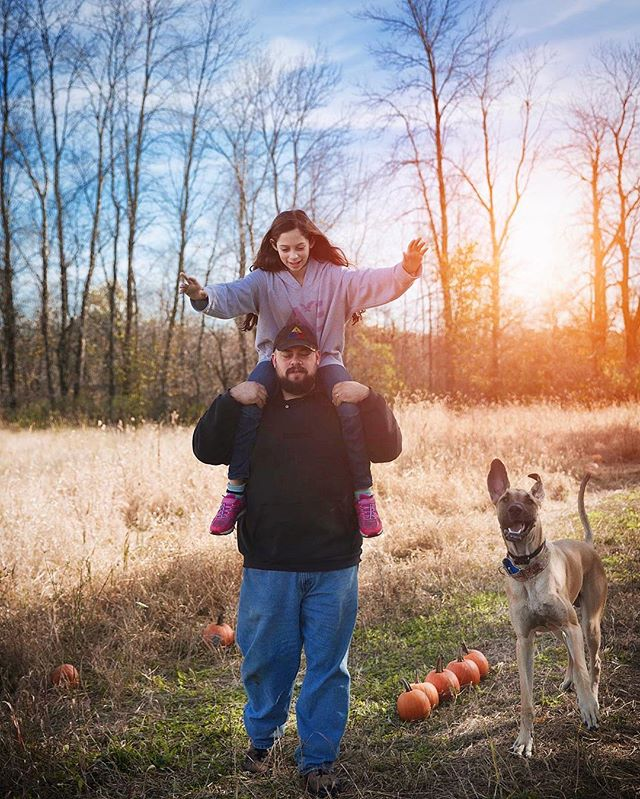 Total photobomb!📸🤷🏼‍♀️ #photography #photographylife #photographylovers #photooftheday #instagood #instadaily #love #daddysgirl #family #together #nature #naturephotography #outdoors #colorful #greatdane #photobomb #hiking #hikingadventures #sunset #happiness