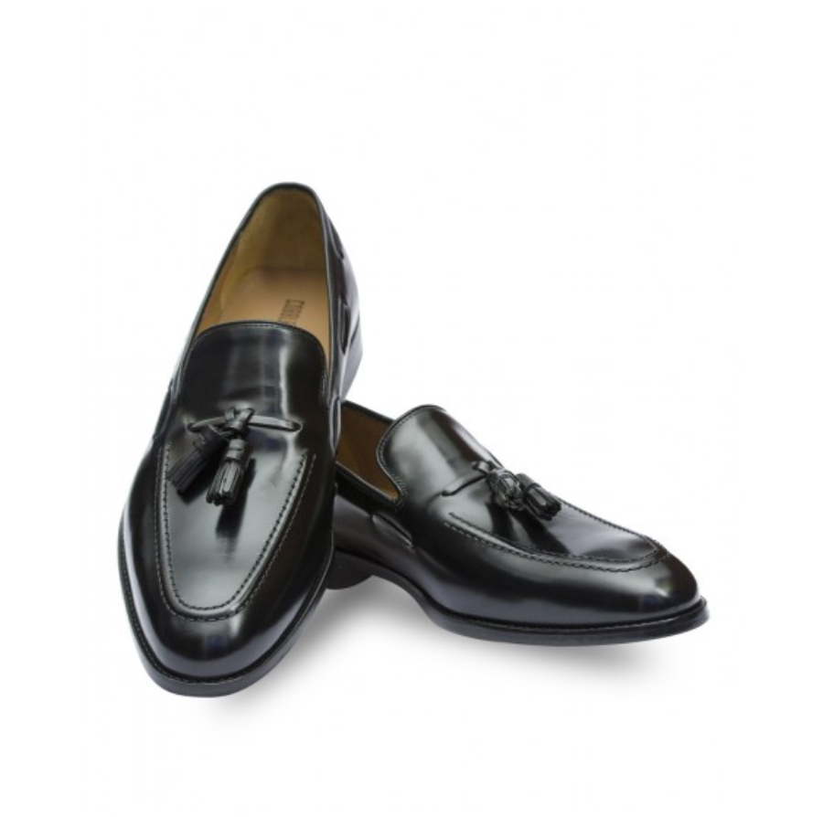 Westminster Tassel Loafer – Cobble & Hyde - The loafer – a humble and often overlooked menswear classic. Despite this, their clean, sleeksilhouette and sophisticated design is perfect for any fashionable friend looking for a new shoeto change their wardrobe forever. It's perfect for a casual day rolled up with chinos or willcornerstone any evening outfit. Made of 100% leather and handcrafted, this loafer will standthe wear-and- tear of busy life and never go out of style.