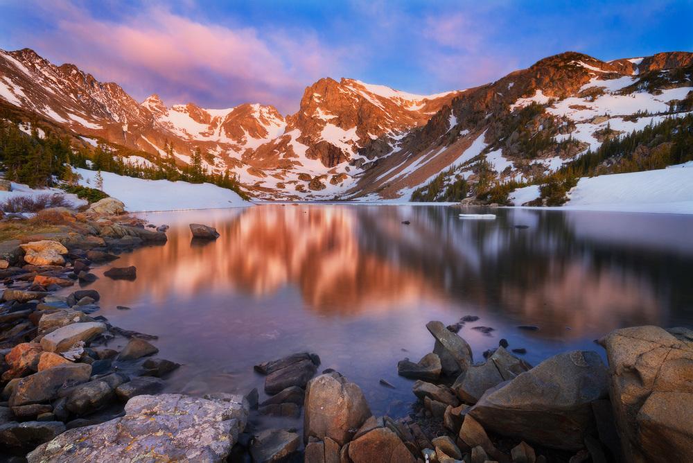 lake-isabelle-landscape-reflection