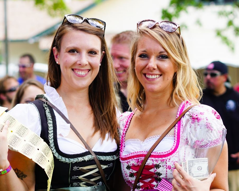 Dirndl Girls.JPG