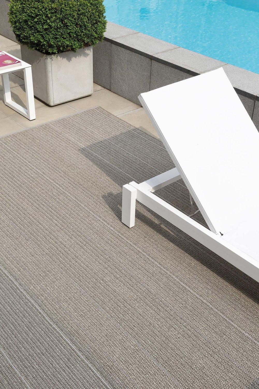 patio-moon-silver_sfeerbeeld_Limited-Edition_carpets.jpg