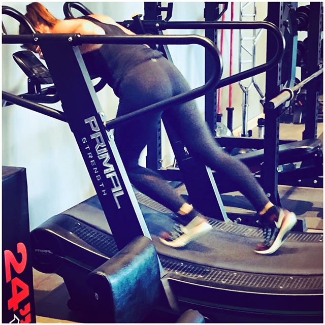 Push - Sprint - Pull 🏃🏽‍♀️🏃🏻‍♂️ . When you only have a 14 meter private training studio, there really isn't enough space for a prowler.  Therefore I brought in this fantastic piece of kit. The Curved Treadmill! . Flawlessly changes between a prower pull to a sprint to a prowler push (not photographed). . Minimising strain on the lower back, but puts full emphasis on the legs and upper body. The burn in all the right places! . An excellent piece of kit that my amazing team love to hate. Hate it at the time, but love the feeling after. . #legburn #sprint #push #pull #maxeffort #curvedtreadmill . #milngavie #bearsden #privatestudio #bestforthebest