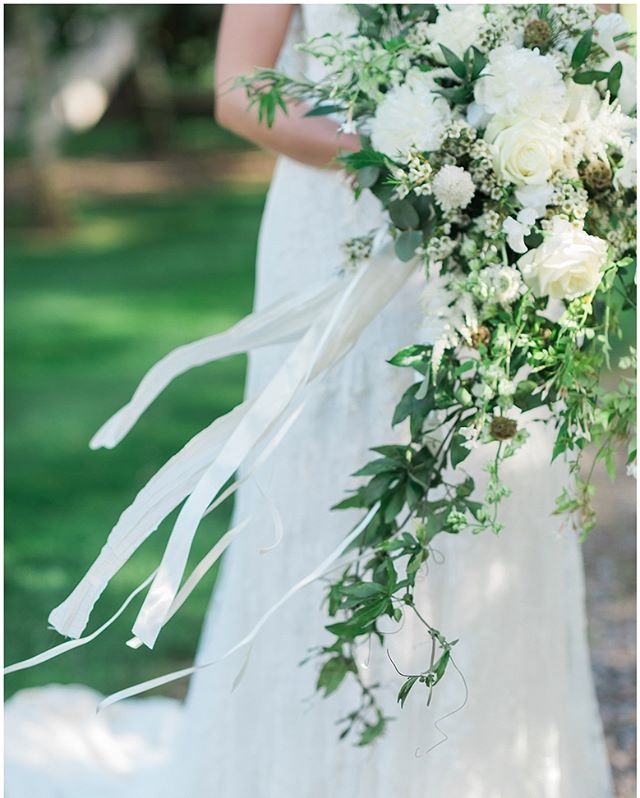 I loved Sam's flowers. Lush whites flowers amount springs and greenery! More on the blog. Look in bio. xx