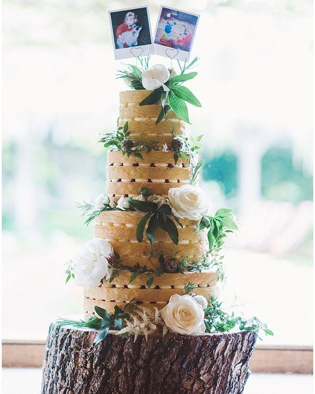 Love! #weddingideas #weddinginspiration #weddingcake #londonweddinhphotographer #londonweddingphotography #bridesbookphotographer