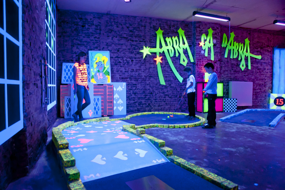 ADVENTURE GOLF <strong>| A richly-themed mini golf course inside of an abandoned warehouse</strong>