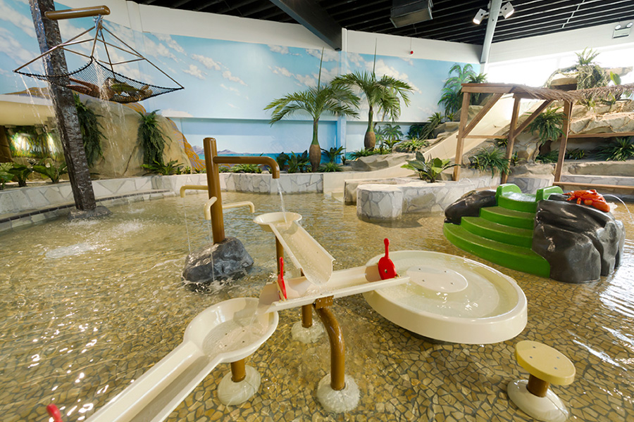 CENTER PARCS ELVEDEN <strong>| Themed water toddler play area </strong>