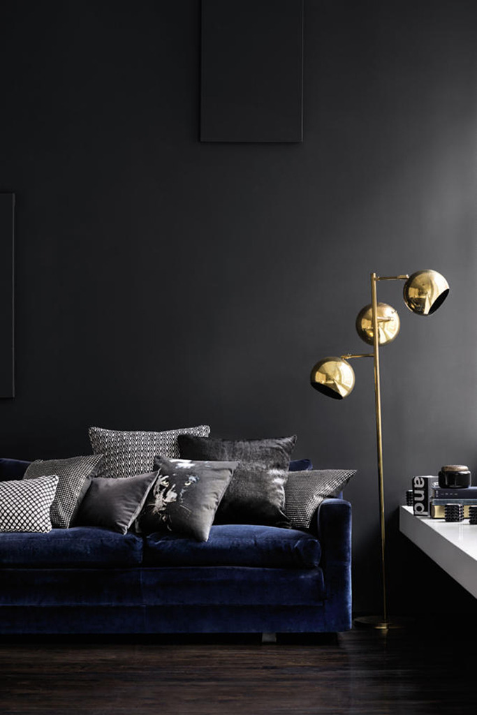 hey-yeh-dark-walls-decor-01
