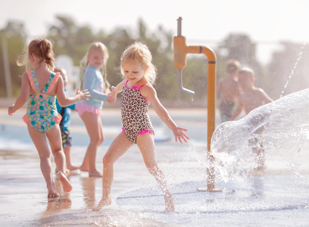 01 swim school splash pad young girl swim lessons bathing suit cheetah print edmond oklahoma city natural light lifestyle portrait photographer (1).png