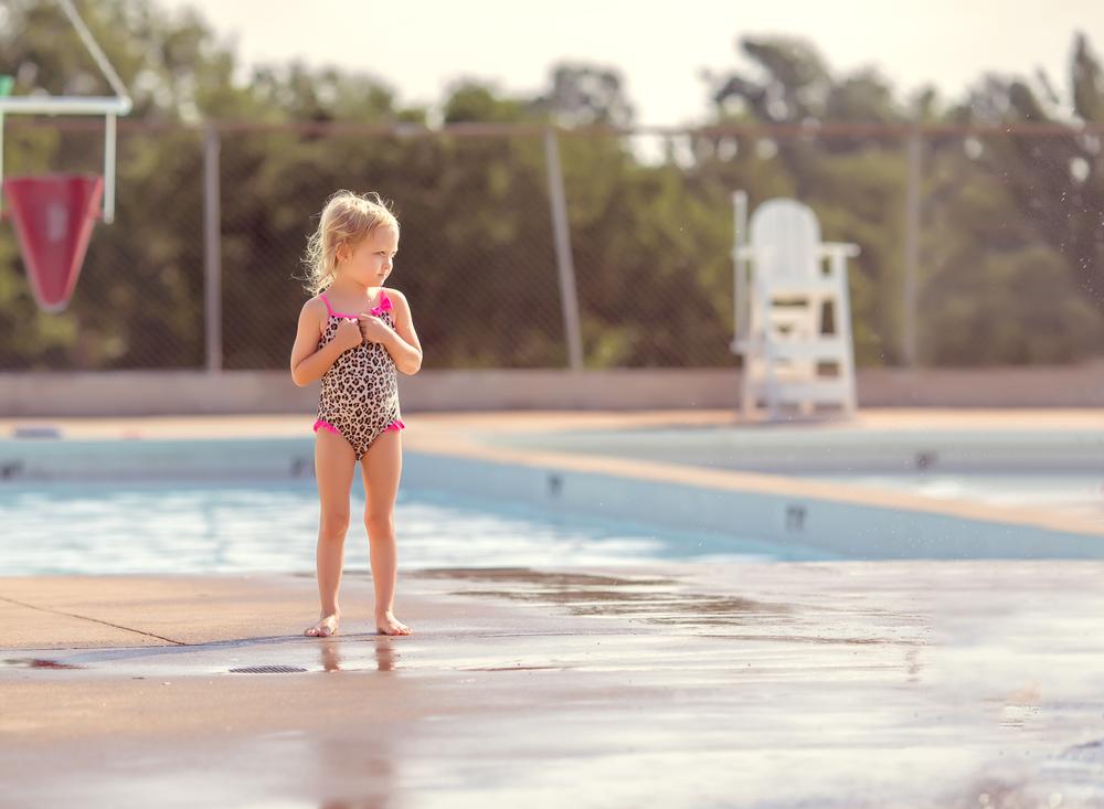 01 swim school splash pad young girl swim lessons bathing suit cheetah print edmond oklahoma city natural light lifestyle portrait photographer (3).png