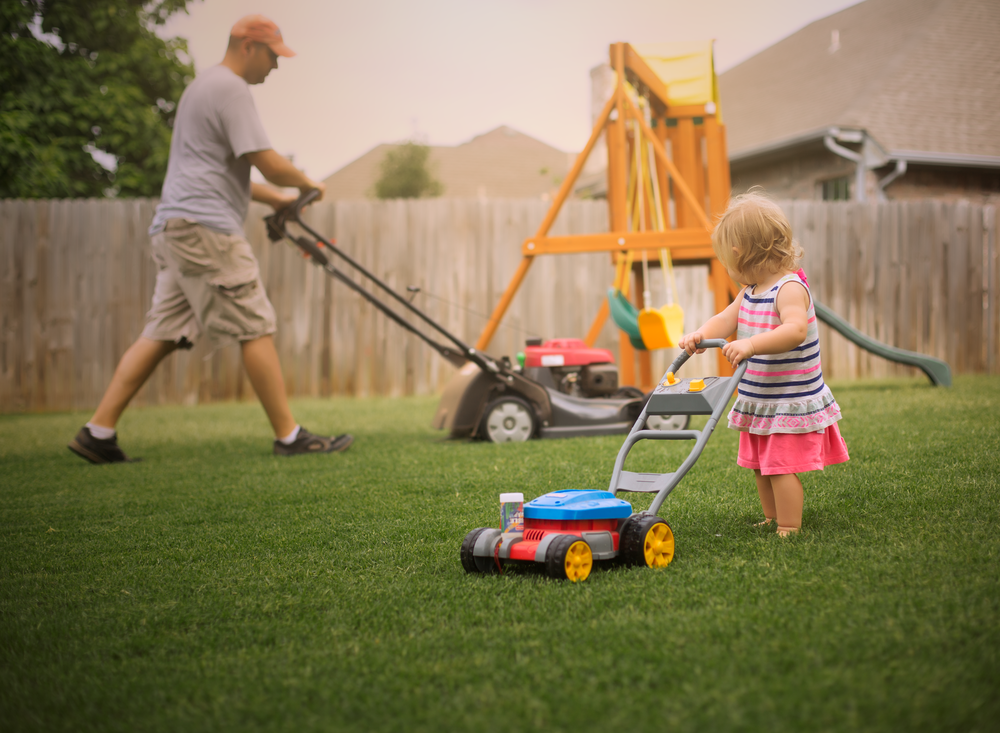 06 daddy's helper toddler girl toy lawnmower dad backyard edmond ok photographer oklahoma city (2).png