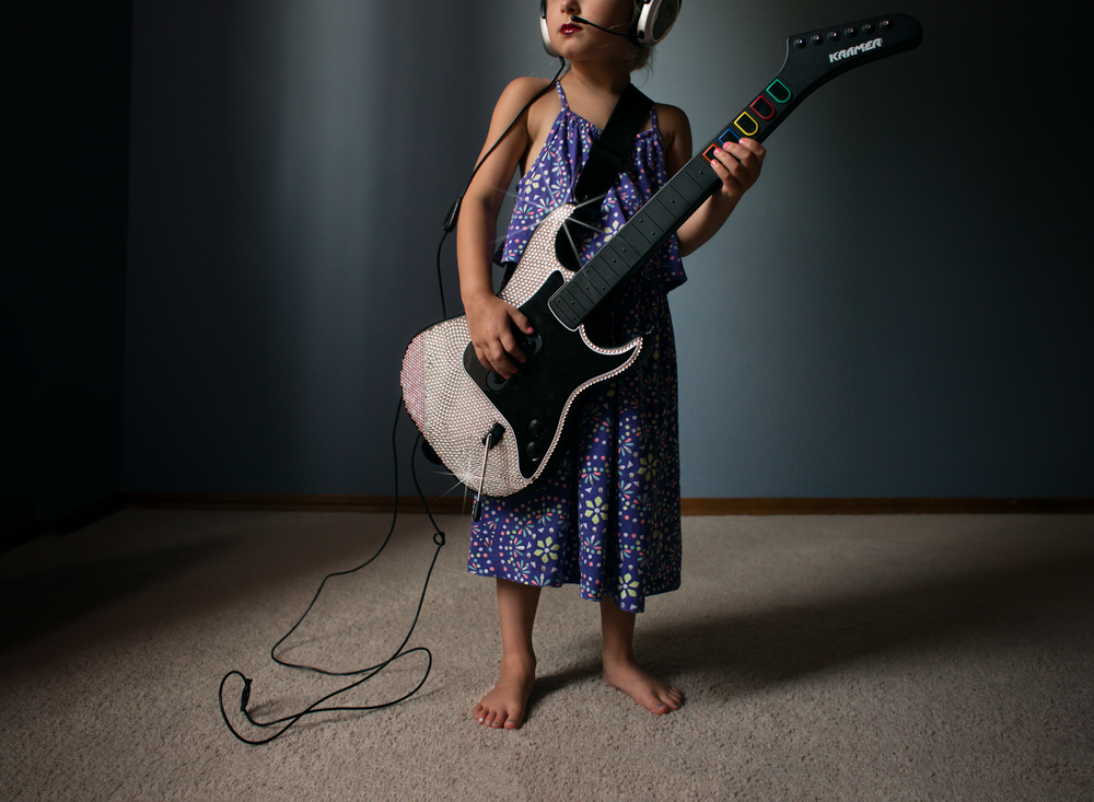 04 little rocker girl playing bling guitar hero headset lifestyle natural light edmond ok photographer oklahoma city (2).png