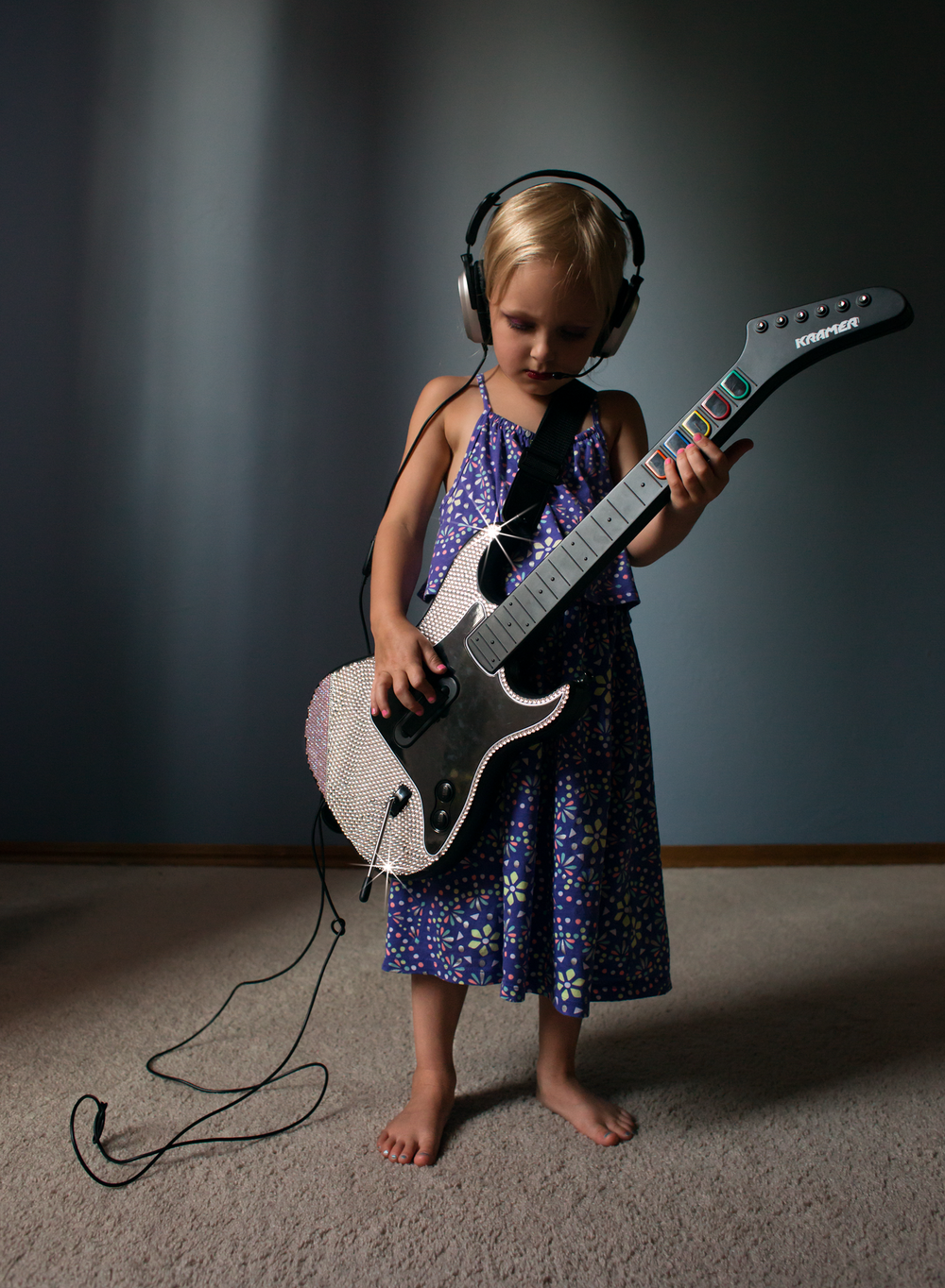 04 little rocker girl playing bling guitar hero headset lifestyle natural light edmond ok photographer oklahoma city (3).png