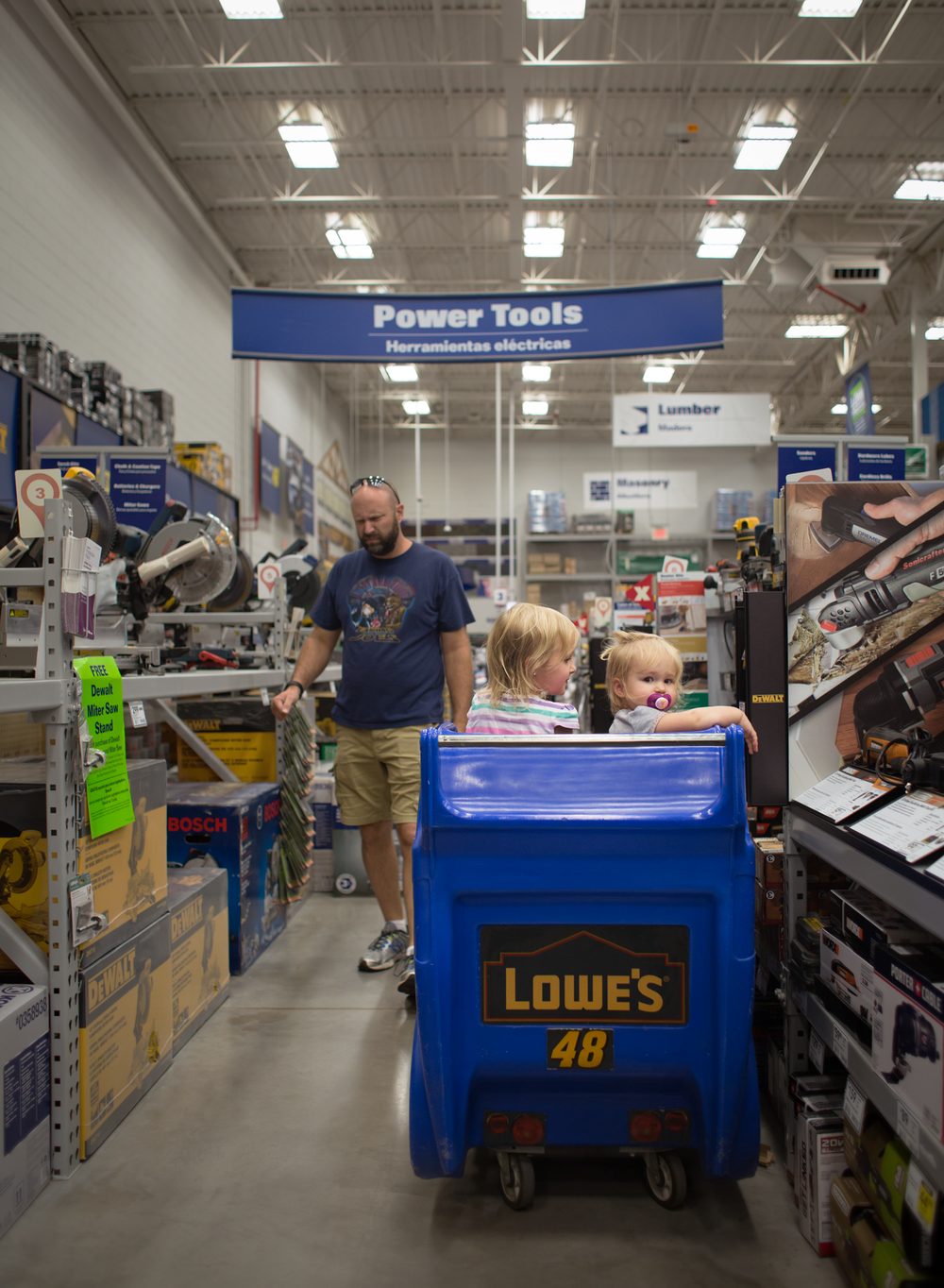 03 tool shopping with daddy sisters dad lowes power tools lifestyle edmond ok photgrapher oklahoma city