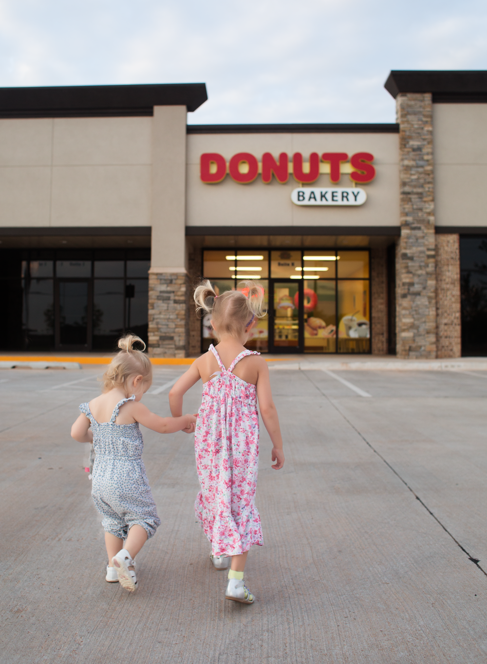 05 donut date sisters doughnut shop edmond ok photographer oklahoma city (2).png