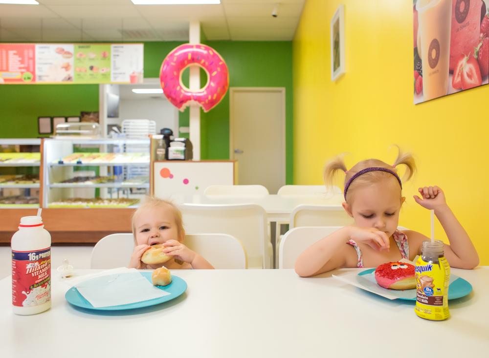 05 donut date sisters doughnut shop edmond ok photographer oklahoma city (1).png