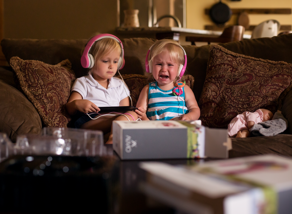 10 sharing practice girls sisters siblings headphones tablet indoor natural light edmond ok photographer oklahoma city (1).png